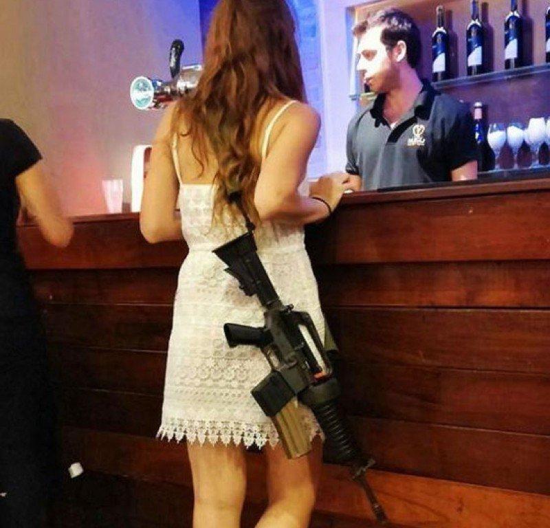 Αποτέλεσμα εικόνας για israeli women beach guns
